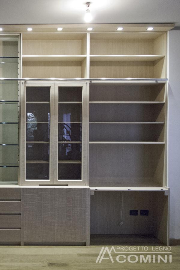 Libreria in legno sbiancato con scaletta a binario - Libreria a scaletta ...